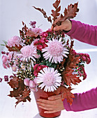 Arrangement with anemone-shaped crysanthemums