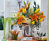 Neujahrsstrauß aus Lilium (Lilien), Hyacinthus (Hyazinthen), Tulipa (Tulpen)