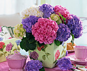 Hydrangeas in vase with hydrangea napkin decoration