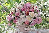 Rose Bouquet of Painted Roses (Striped), Beetrosen (Light Pink)
