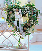Heart of moss, Hedera, gypsophila with 2 Euro coins
