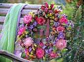 Rose wreath Helichrysum, Borago, Foeniculum