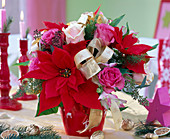 Strauß aus Euphorbia pulcherrima (Weihnachtsstern), Rosa (Rosen)