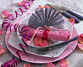 Napkin decoration with pink napkin, silver fan made of wrapping paper