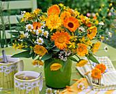 Strauß aus Calendula (Ringelblumen), Achillea (Schafgarbe), Hypericum