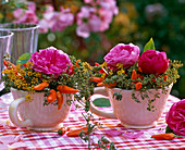 Small bouquets of pink (rose), foeniculum (fennel), capsicum