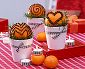 Citrus with cloves spiked on tumbler set, bows