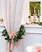 Wreath with hedera (ivy) with pink (rose) around curtain, loop