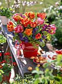Strauß aus Tulipa (Tulpen), Hyacinthus (Hyazinthen), Carpinus (Hainbuche)
