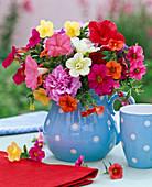 Floristik aus dem Balkonkasten : Strauß aus verschiedenen Petunia (Petunien)
