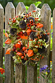 Wreath made of roses (rosehip), echinops (ball thistle), physalis