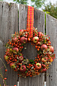 Wreath made of apples, rose hips and clematis stuck