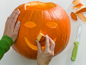 Make halloween pumpkin