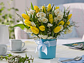 White and yellow spring bouquet with Tulipa and Narcissus 'Bridal Crown'