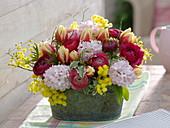 Hyacinthus (hyacinth), Tulipa (tulip), Ranunculus arrangement