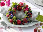 Herb berry wreath as napkin deco
