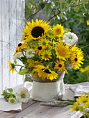 Yellow-white late summer bouquet