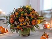 Früchte - Duft - Strauß mit gespickten Mandarinen, Orangenscheiben