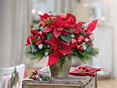 Weihnachtlicher Strauß aus Euphorbia (Weihnachtsstern)