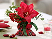 Small Christmas bouquet in a bag in a Scottish look