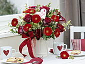 Bouquet with red Rosa 'Nicola', Gerbera 'Germin Grappa'