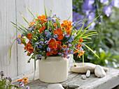 Blue-orange bouquet with Geum coccineum (Clove), Myosotis