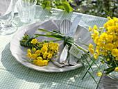Small bouquet of Ranunculus acer (hot ranunculus)