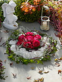 Grave wreath with roses in flower wreath of plaster, decorated with Calluna