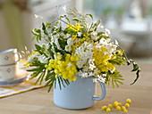 Weiß-gelber Duftstrauß : Acacia (Mimosen), Jasminum polyanthus
