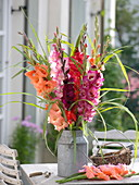 Strauß aus Gladiolus (Gladiolen) und Miscanthus (Chinaschilf)