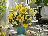 White-yellow Helianthus 'Garden Statement' and 'Uniflorus' bouquet