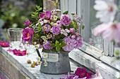 Fragrant bouquet with rose 'Taunusblümchen' 'Gallica officinialis'' Rosa muscosa
