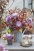 Herbstlicher Strauss mit Chrysanthemum grandiflorum (Deko - Chrysanthemen