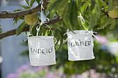 Kleine Papier - Lampions mit der Aufschrift : Endlich Sommer