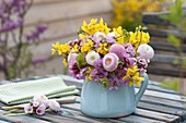 Small spring bouquet of Forsythia (gold bells), Bellis
