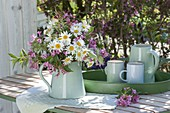 White-pink early summer bouquet as a table decoration, Leucanthemum