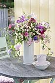Airy bouquet from Lathyrus odoratus, Coronilla