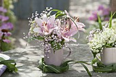 Small bouquets in coffee cups