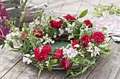 Cottage wreath with red Rosa and Lathyrus latifolius 'Rosa Perle'