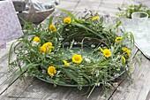 Grass wreath of grasses, Anthemis tinctoria, Coronilla