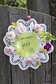 Rosette made of cake topping invites you to a summer party