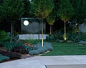 Der heilige Garten Chelsea Flower Show 2002 bei Nachtbeleuchtung