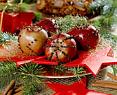 Decorate apples with cloves