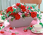 Red roses, Dianthus (clove), Hedera (ivy), Phlox