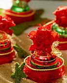 Weihnachtskugel - Halterung abnehmen und als Vase für Rosenblüte verwenden
