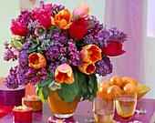 Syringa (lilac), Tulipa (tulip), Bergenia (Bergenie), Nepeta