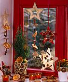Fragrant window decoration Juniperus column wax holders, sisal stars, citrus orange