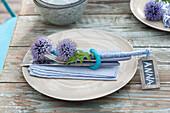 Napkin deco made Echinops (ball thistle) flowers