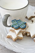 Cinnamon stars and mittens-shaped iced biscuit