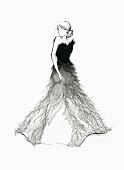 Elegante Frau trägt ein Abendkleid mit Federn